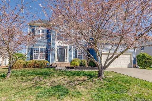 $299,900 - 5Br/4Ba -  for Sale in Autumn Cove At Lake Wylie, Lake Wylie