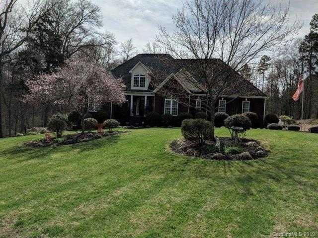$499,900 - 4Br/4Ba -  for Sale in West Oaks, Clover