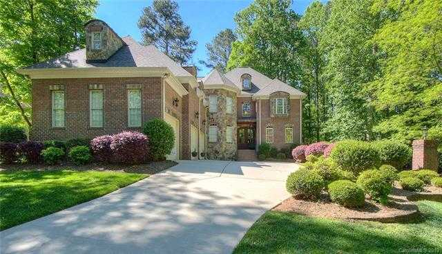 $679,000 - 5Br/5Ba -  for Sale in Heron Cove, Lake Wylie