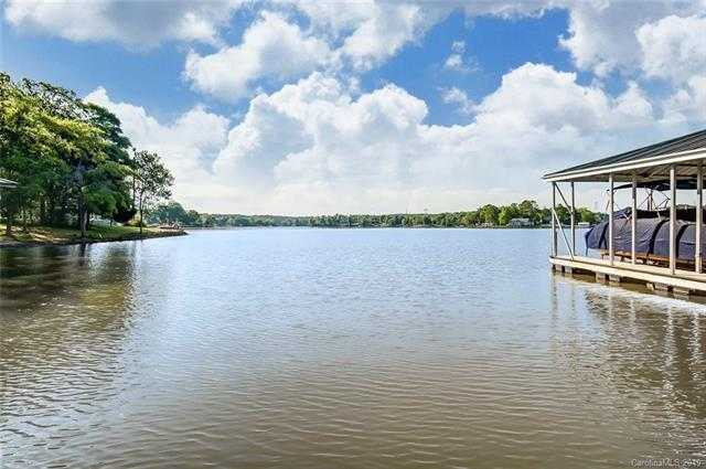 $699,000 - 4Br/4Ba -  for Sale in Lake Wylie, York