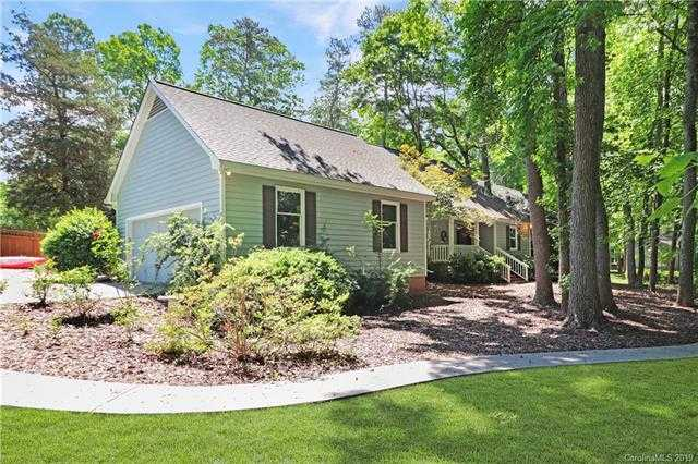$450,000 - 4Br/4Ba -  for Sale in River Hills, Lake Wylie