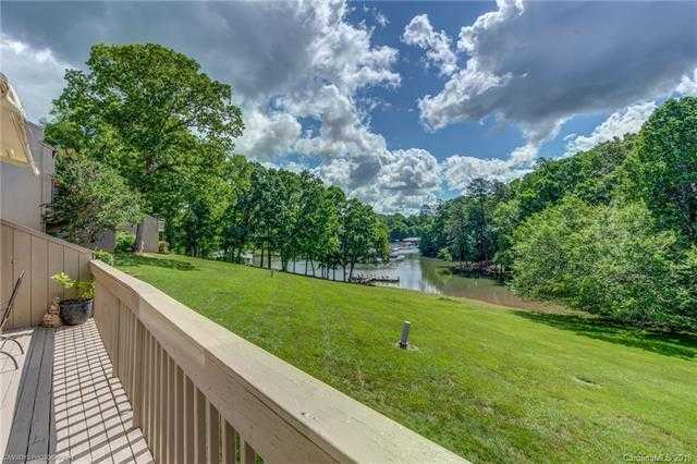 $299,000 - 4Br/3Ba -  for Sale in River Hills, Lake Wylie