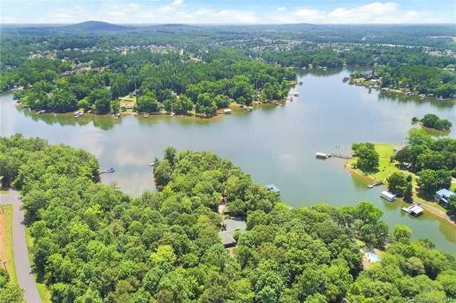 $750,000 - 4Br/3Ba -  for Sale in None, Lake Wylie