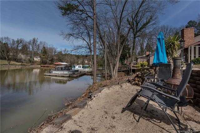 $249,000 - 3Br/2Ba -  for Sale in Lake Wylie Woods, Lake Wylie