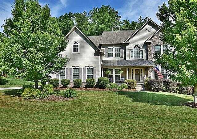 $449,900 - 4Br/4Ba -  for Sale in Oakton, Lake Wylie