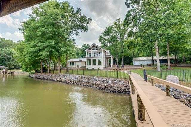 $988,000 - 3Br/3Ba -  for Sale in None, Lake Wylie