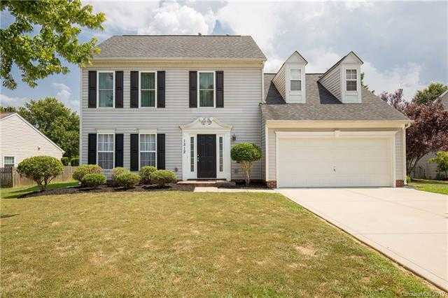 $274,500 - 4Br/3Ba -  for Sale in Autumn Cove At Lake Wylie, Lake Wylie