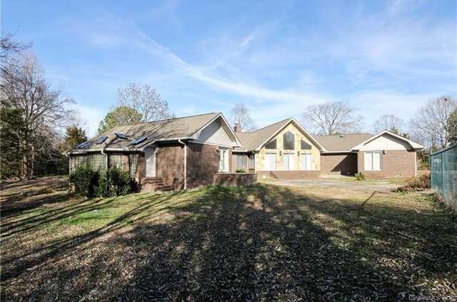 $700,000 - 5Br/4Ba -  for Sale in None, Charlotte