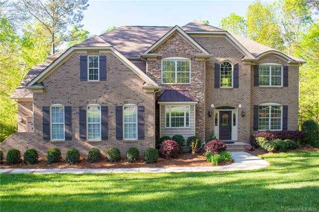 $569,900 - 5Br/3Ba -  for Sale in Heron Cove, Lake Wylie