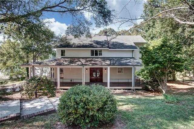 $699,000 - 3Br/4Ba -  for Sale in Lake Wylie, Belmont
