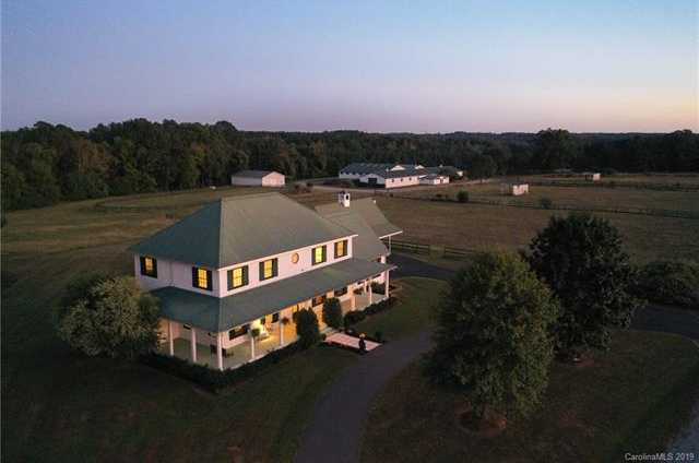 $1,900,000 - 6Br/4Ba -  for Sale in None, York