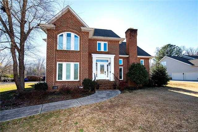 $624,900 - 4Br/4Ba - for Sale in Olde Williamsburg, Fort Mill