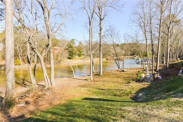 $229,800 - 2Br/2Ba - for Sale in Lake Wylie Woods, Lake Wylie