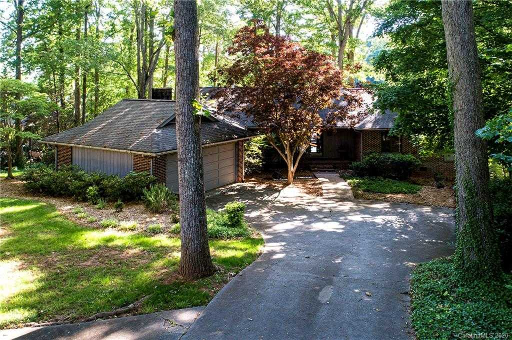 $729,000 - 4Br/4Ba -  for Sale in River Hills, Lake Wylie