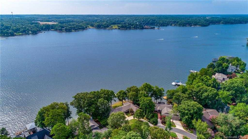 $1,325,000 - 4Br/3Ba - for Sale in River Hills, Lake Wylie