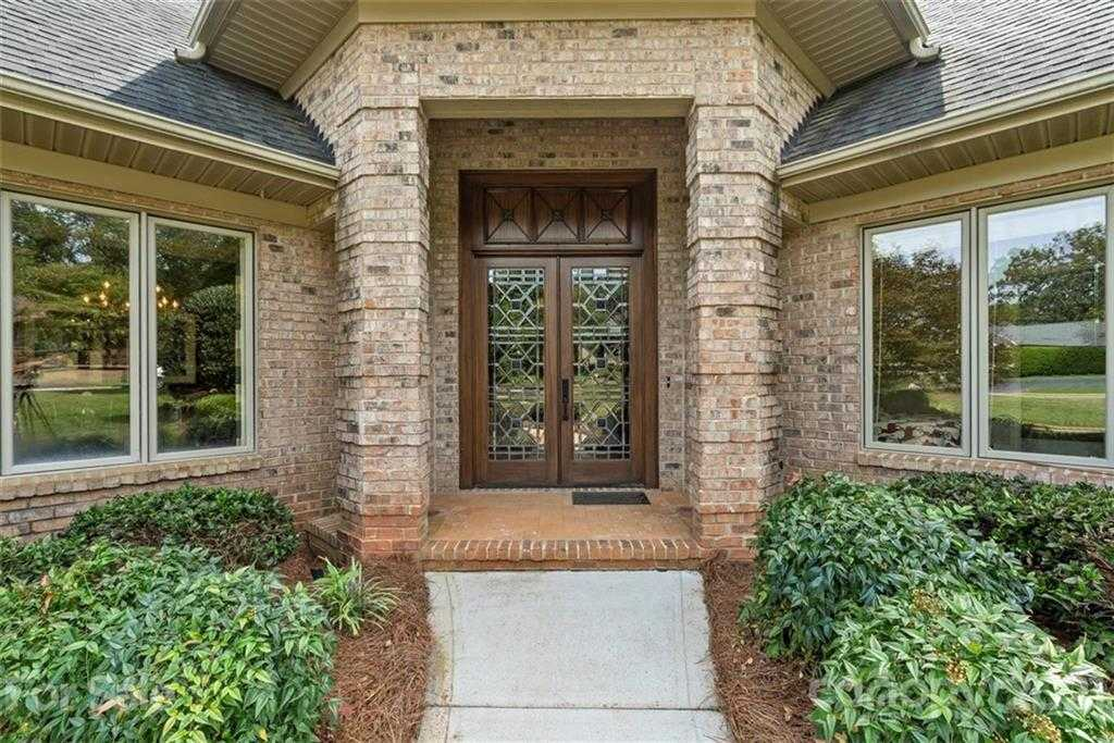 $849,000 - 4Br/5Ba -  for Sale in River Hills, Lake Wylie
