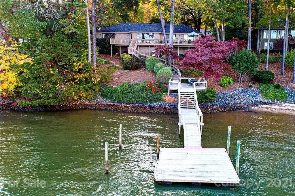 $950,000 - 3Br/4Ba -  for Sale in River Hills, Lake Wylie