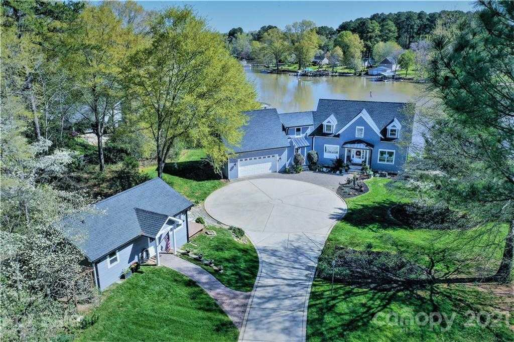 $1,500,000 - 3Br/4Ba -  for Sale in The Coves, Clover
