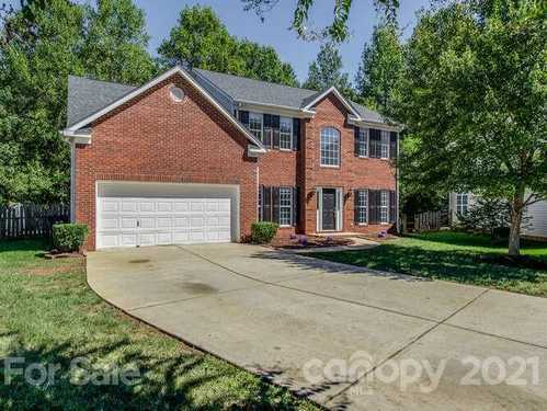 $489,999 - 5Br/3Ba -  for Sale in Southampton, Charlotte