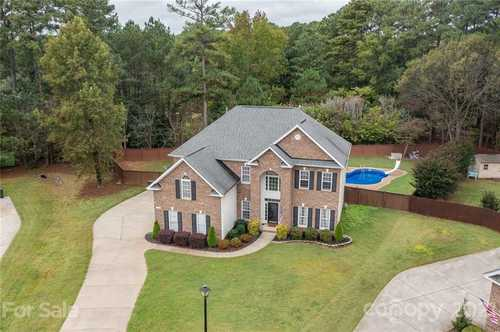$449,500 - 4Br/4Ba -  for Sale in Hambright Woods, Huntersville