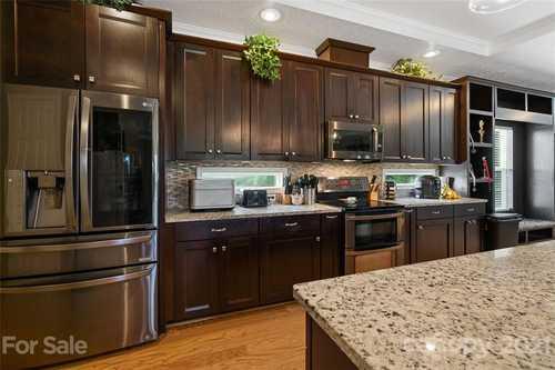 $320,000 - 4Br/2Ba -  for Sale in Mills Garden Farms, Statesville