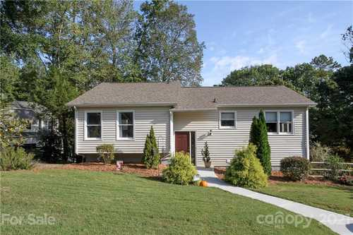 $450,000 - 4Br/2Ba -  for Sale in Tega Cay, Fort Mill
