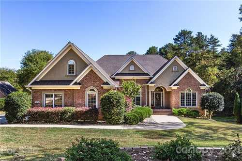 $575,000 - 4Br/4Ba -  for Sale in Catawba Crest, Clover