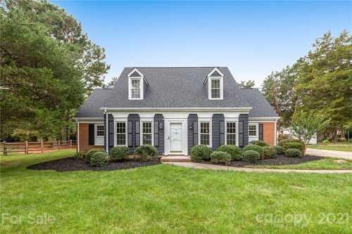 $431,000 - 4Br/3Ba -  for Sale in Carmel Station, Charlotte