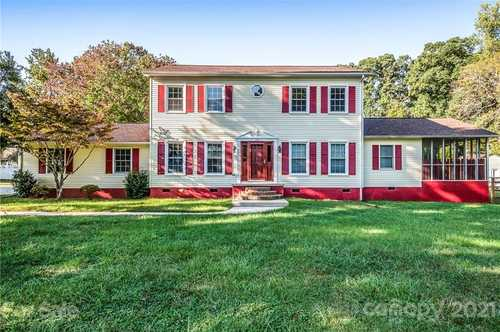 $392,000 - 3Br/3Ba -  for Sale in Highland Crossing, Mooresville