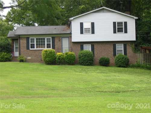 $319,900 - 4Br/3Ba -  for Sale in Greenfield Acres, Rock Hill