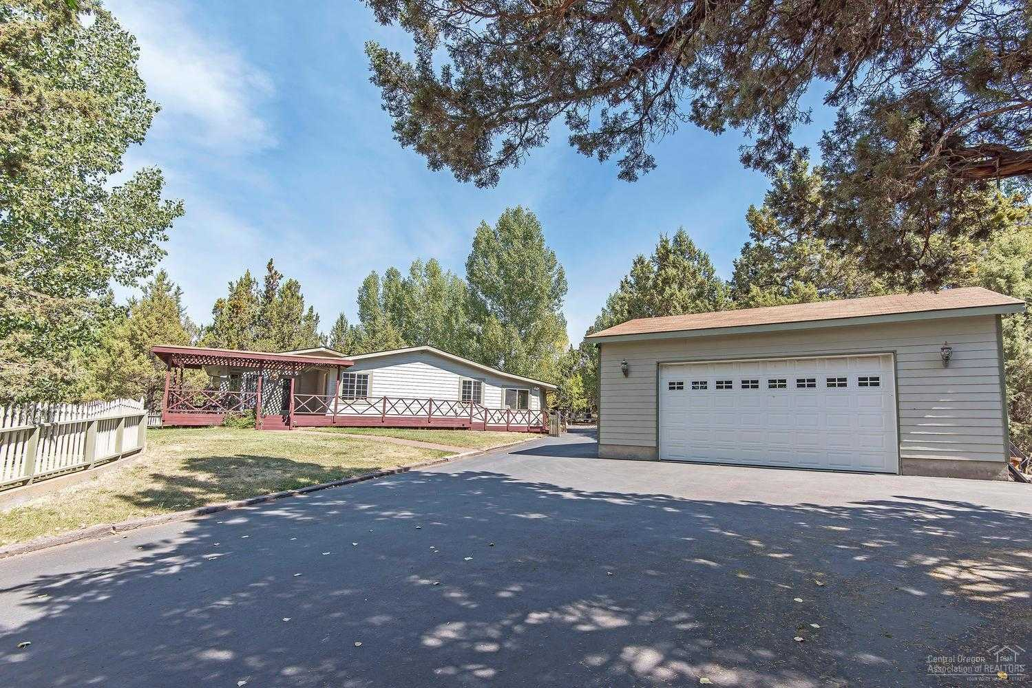 $550,000 - 3Br/4Ba -  for Sale in Bend