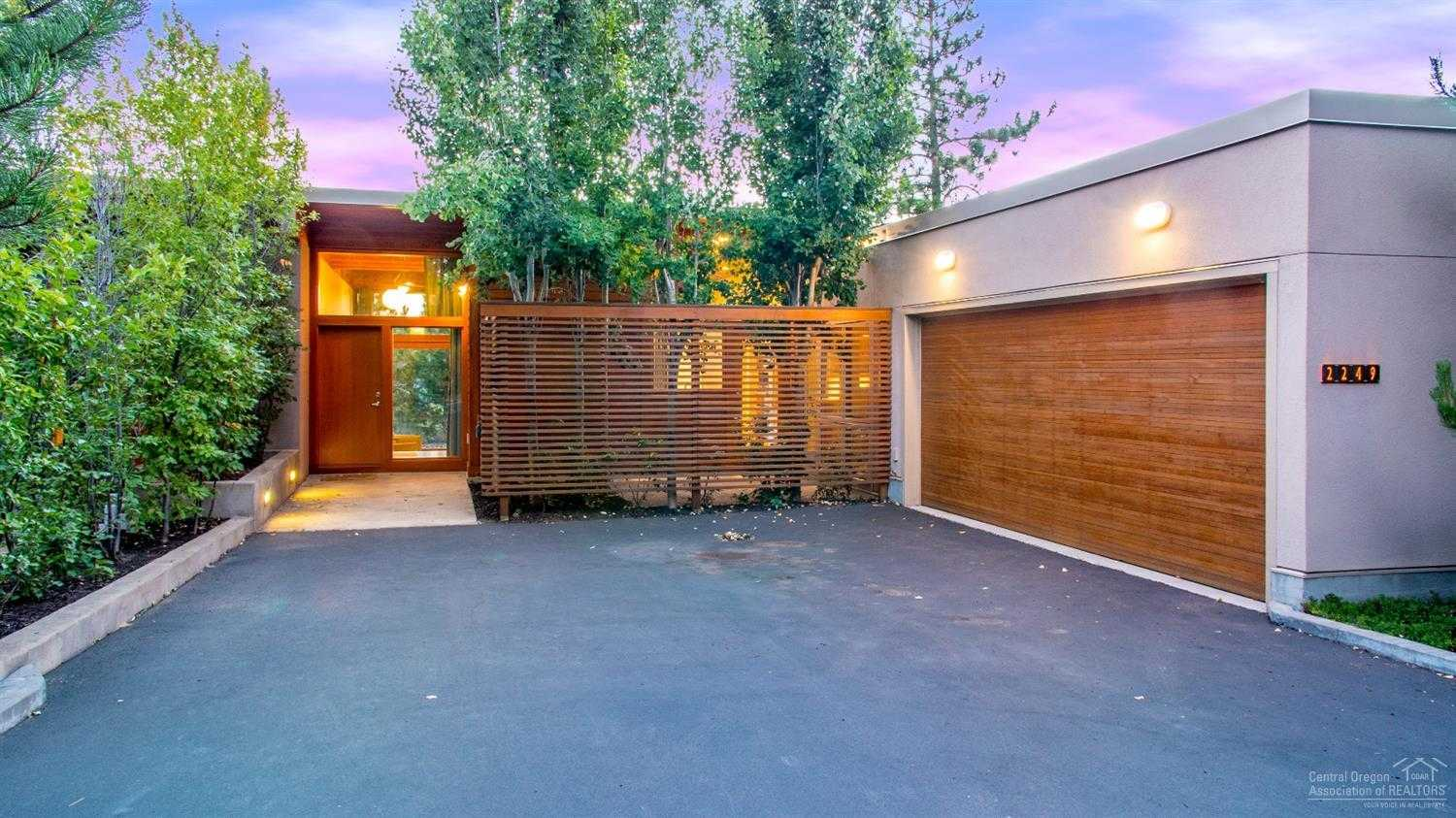$719,000 - 2Br/3Ba -  for Sale in Bend