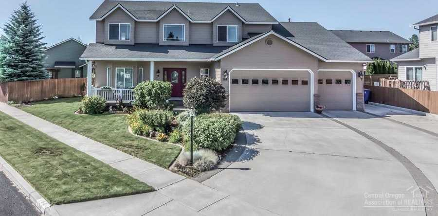 $424,900 - 4Br/3Ba -  for Sale in Bend