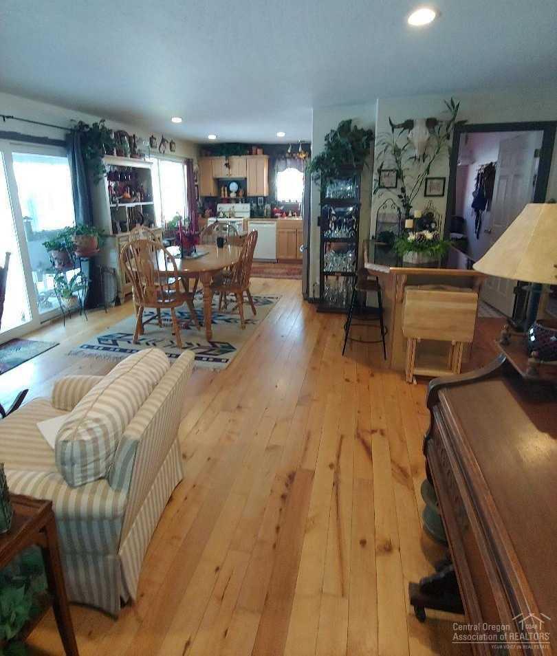 $309,900 - 3Br/3Ba -  for Sale in La Pine
