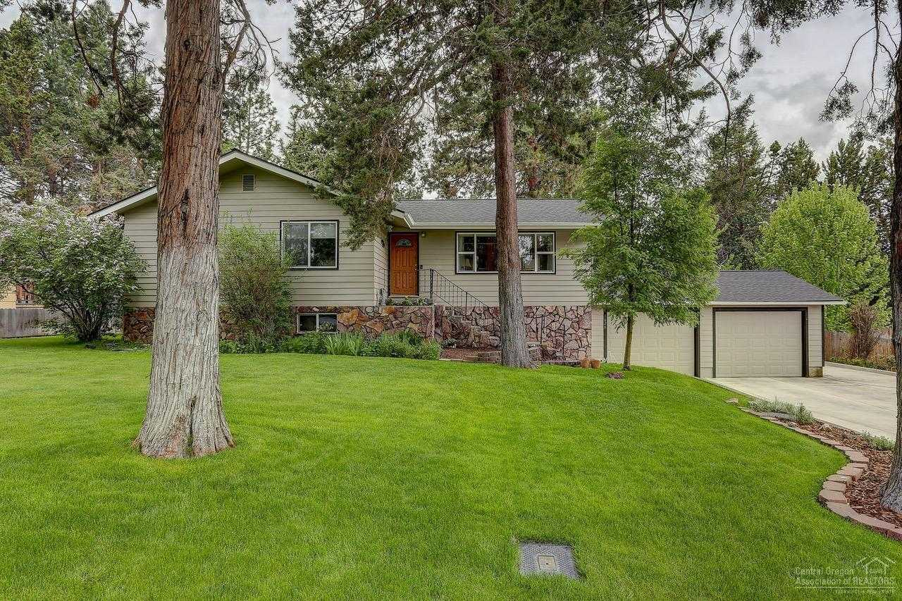 $550,000 - 3Br/3Ba -  for Sale in Bend
