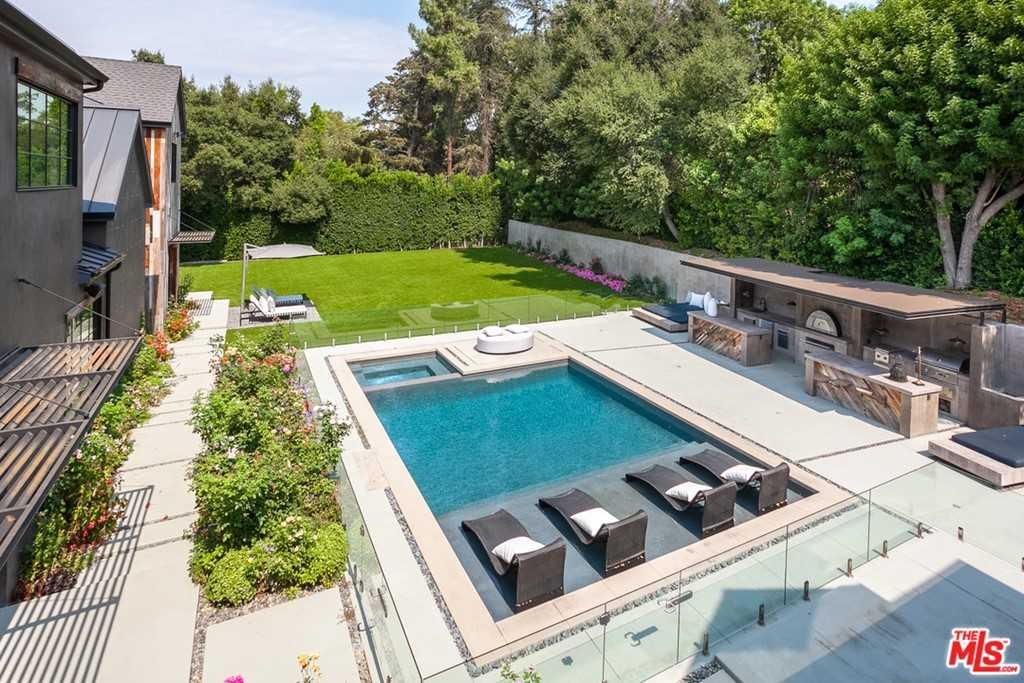 $8,995,000 - 8Br/11Ba -  for Sale in Encino