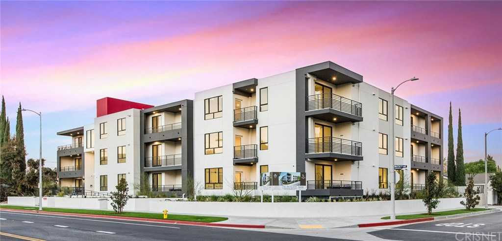$1,199,000 - 3Br/4Ba -  for Sale in Valley Village