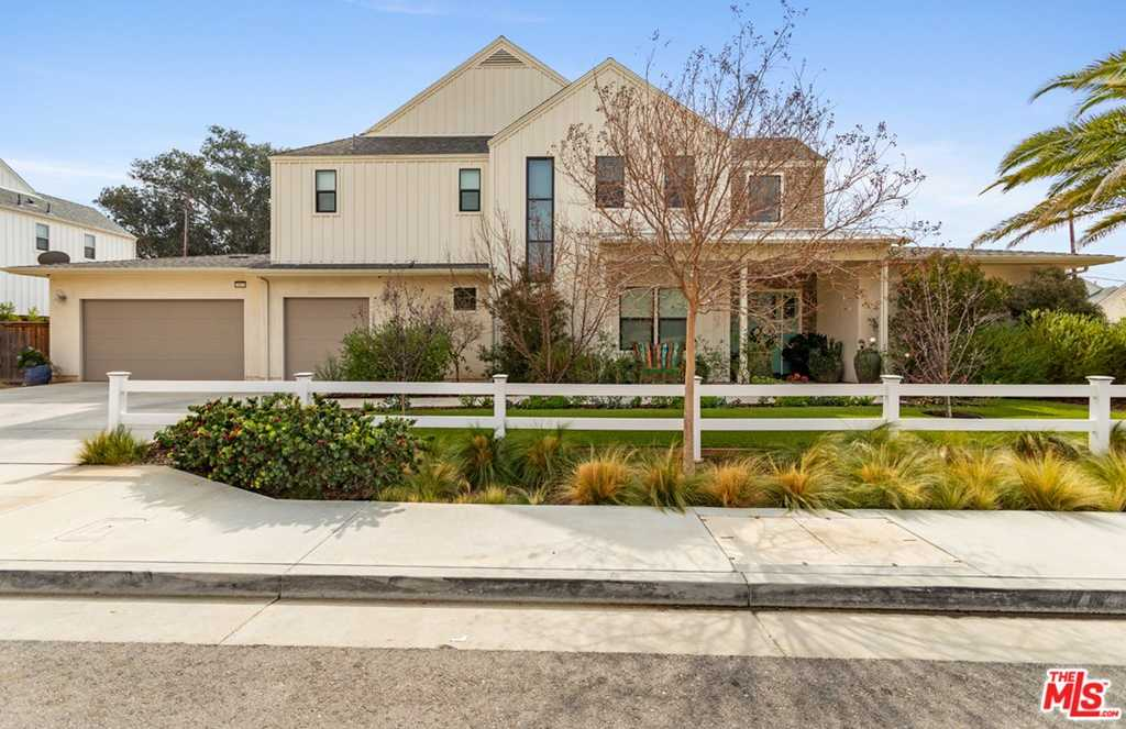 $1,399,998 - 4Br/4Ba -  for Sale in Chatsworth