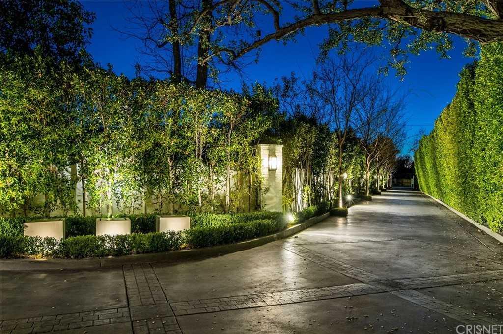 $10,249,000 - 7Br/9Ba -  for Sale in Encino