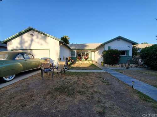 $699,000 - 4Br/2Ba -  for Sale in Winnetka