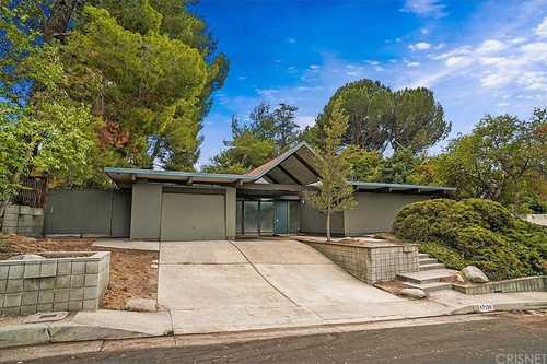 $895,000 - 5Br/2Ba -  for Sale in Granada Hills