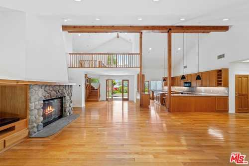 $3,395,000 - 4Br/3Ba -  for Sale in Malibu