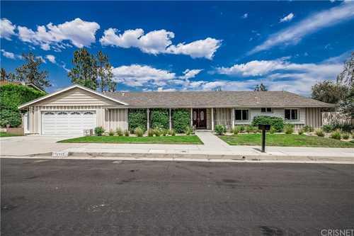 $1,100,000 - 4Br/3Ba -  for Sale in Granada Hills