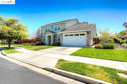 $998,000 - 5Br/4Ba -  for Sale in Brentwood