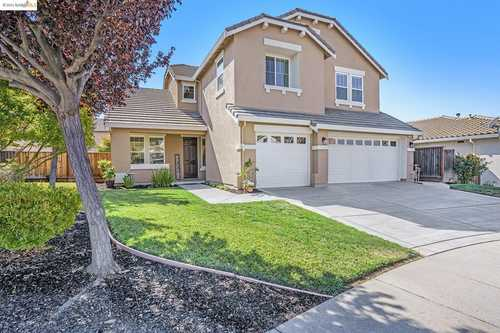 $979,000 - 4Br/3Ba -  for Sale in Shadow Lakes, Brentwood