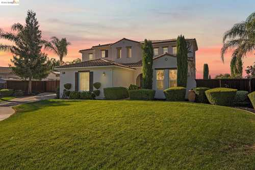$1,130,000 - 5Br/4Ba -  for Sale in Brentwood, Brentwood