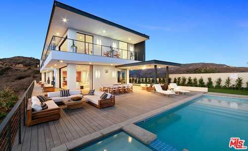 $4,695,000 - 4Br/4Ba -  for Sale in Malibu