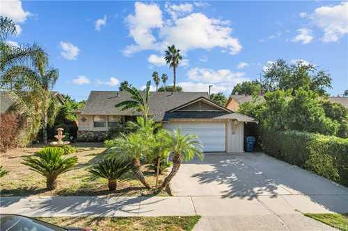 $799,888 - 3Br/2Ba -  for Sale in Northridge