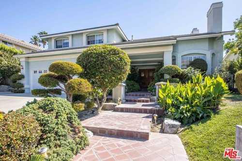 $1,079,000 - 5Br/4Ba -  for Sale in Granada Hills