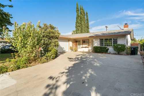 $889,900 - 4Br/2Ba -  for Sale in Granada Hills
